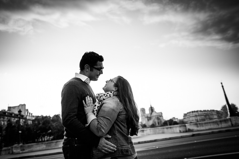 shooting photo couple à Paris dans le Quartier Latin