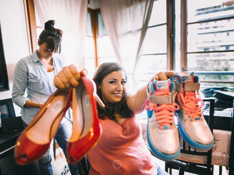 idées photos préparatifs mariée mariage chaussures à talons hauts rouges baskets