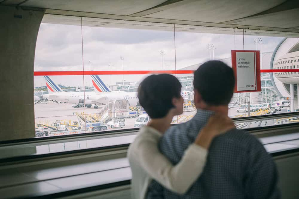 photo de couple originale aéroport