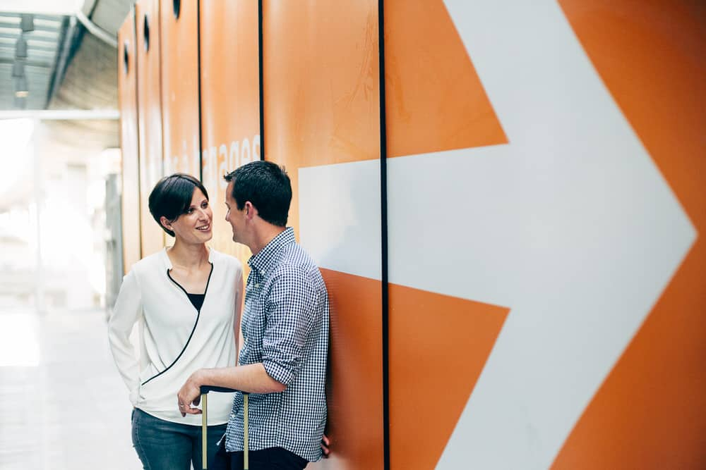 séance photo de couple à l'aéroport cdg