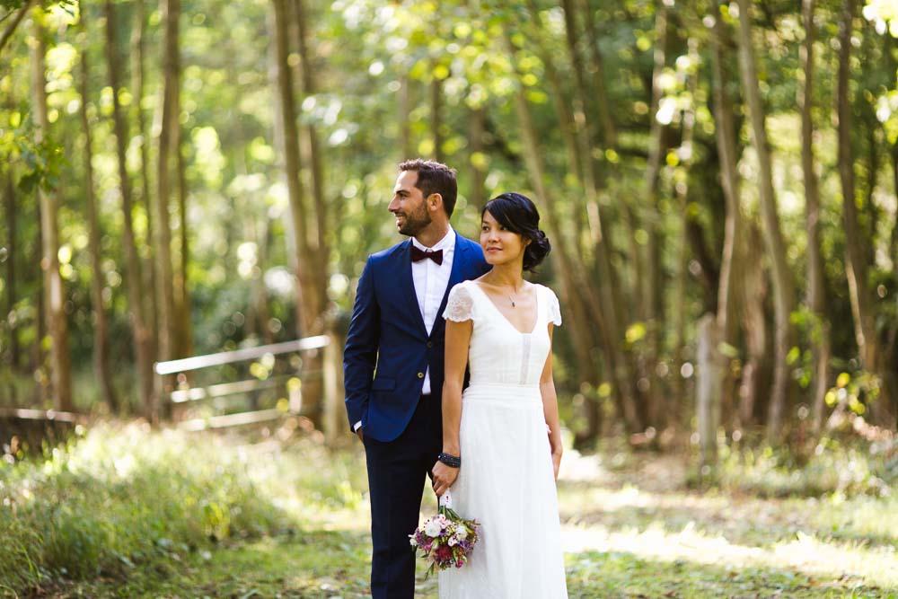Photographe de mariage, photos de mariés dans les bois