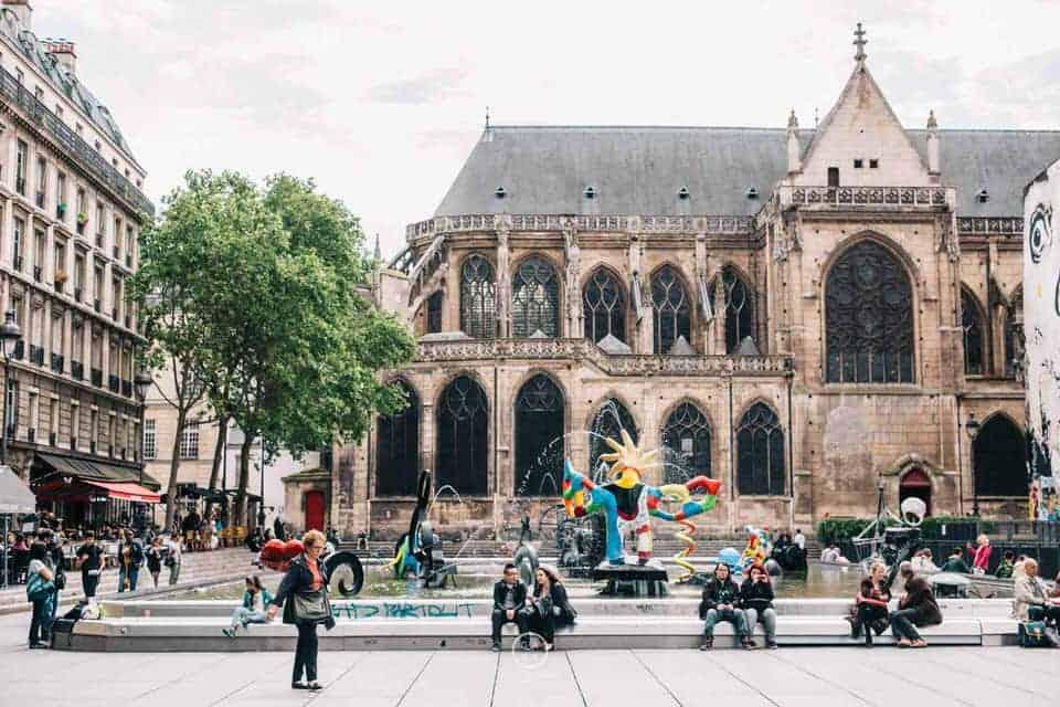 shooting photo couple à Paris dans le quartier de Châtelet-les-Halles
