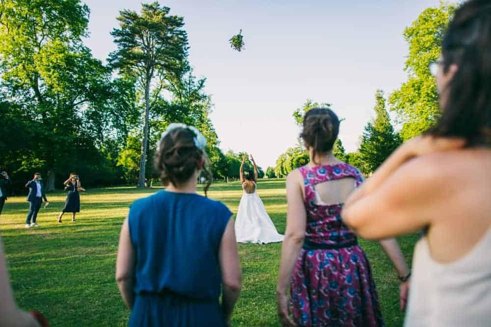 Photos lancer de bouquet mariage au château du Monceau à Liverdy-en-Brie 77