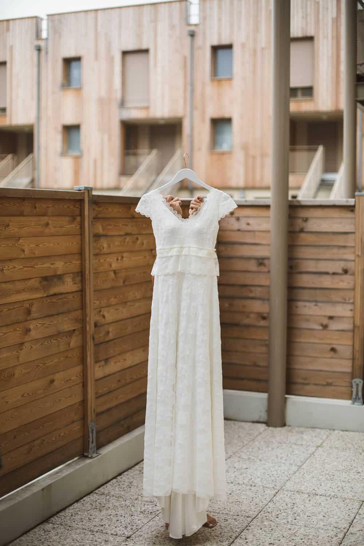 Photos de mariage à la ferme de la petite loge - mariage champêtre - Robe par Elsa Gary